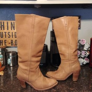 Frye tall heeled boots sz 8
